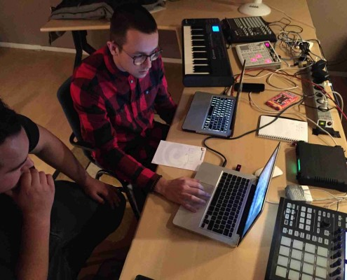 leren produceren met macbook pro, logic, maschine en motu