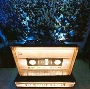 dj meubel vintage cassette tape